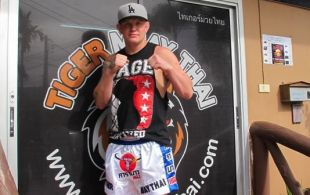 Junie Browning arrives @TigerMuayThai joining fight team