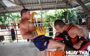 MMA Fighter Steve McKinnon training @TigerMuayThai