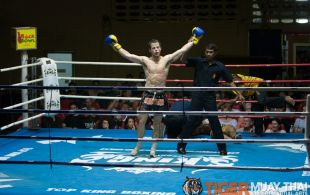 Seb Bates fights at Patong Sainamyen Road stadium in Phuket, Thailand, Monday, Aug. 12, 2013. (Photo by Mitch Viquez ©2013)