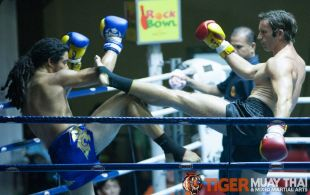Andy Henry (red gloves) and Matthew Richardson (blue gloves) fights at Patong Sainamyen Road stadium in Phuket, Thailand, Thursday, Aug. 29, 2013. (Photo by Mitch Viquez ©2013)